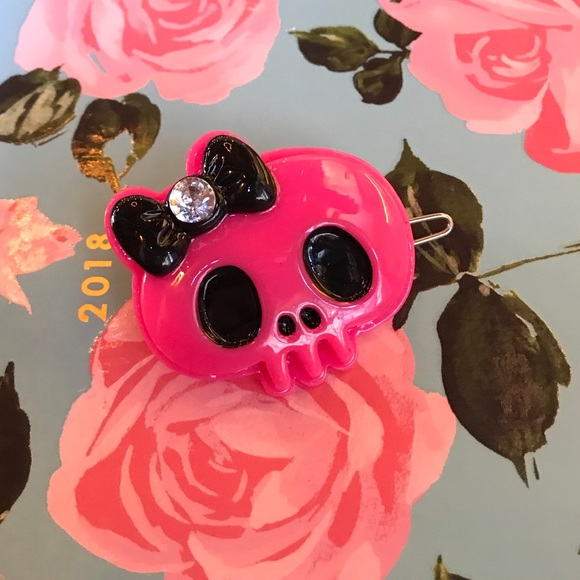 Pink Skull Hair Pins Set of 3 Skull Bobby Pins Goth Gothic Halloween Jewelry Teen Girl English Rose Pearl Pretty Hair Slides Macabre Gift